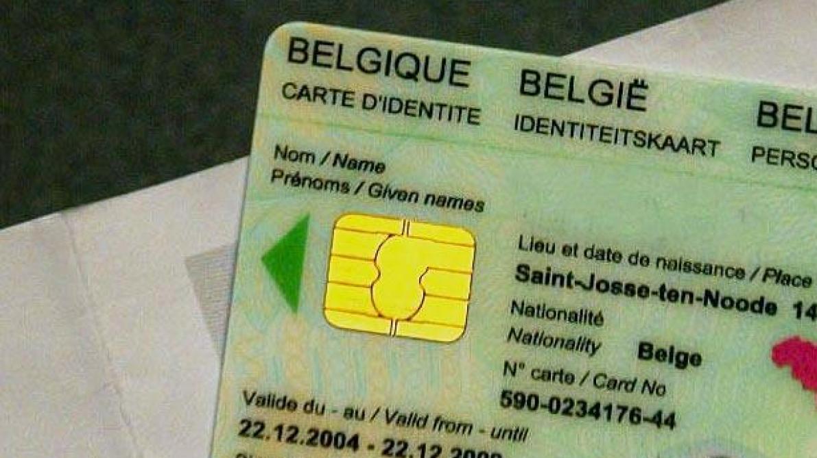 Carte D Identite Europeenne.Carte D Identite La Commission Europeenne Propose Les