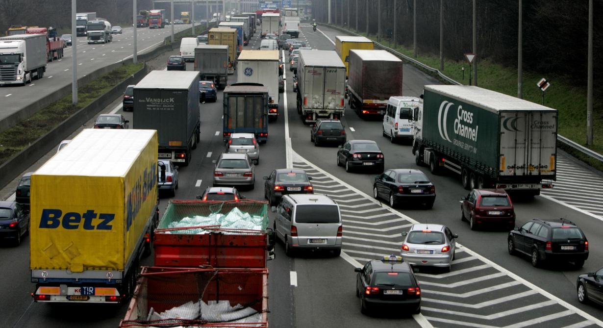 Accident mortel sur le ring à hauteur de Waterloo en direction de Bruxelles: d'importants embarras de circulation