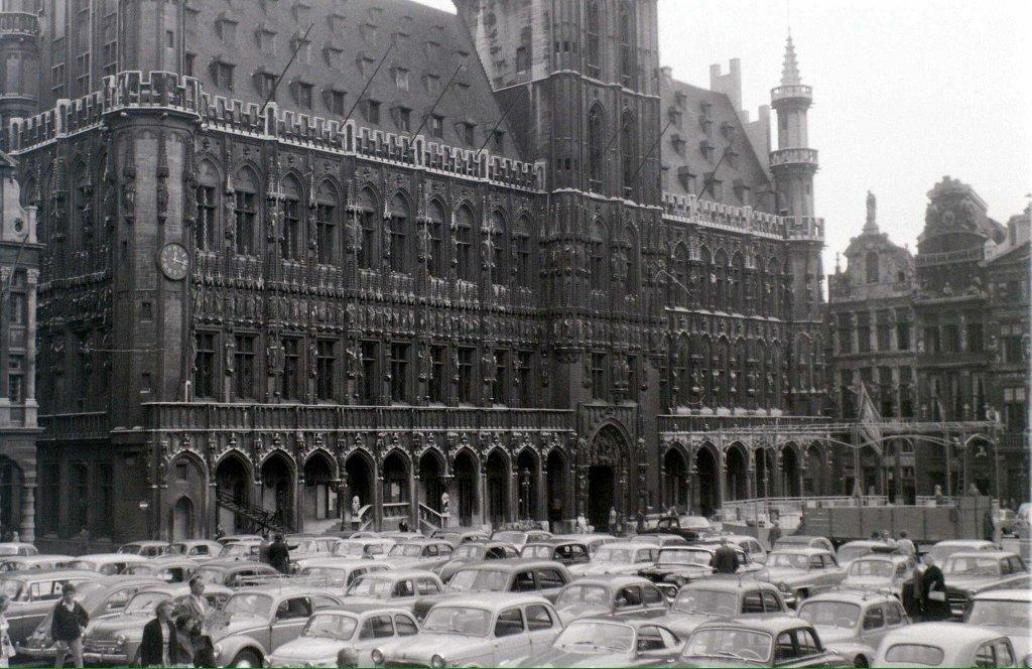 Il y a 40 ans la grand place tait un parking le soir plus - Office de tourisme bruxelles grand place ...