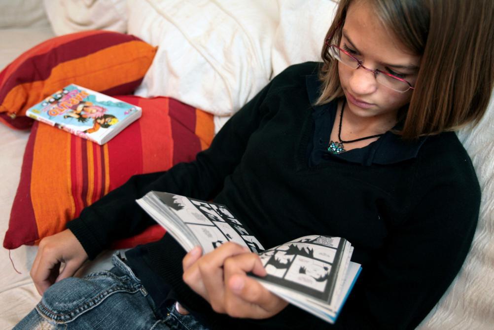 Kết quả hình ảnh cho les adolescents lisent le livres