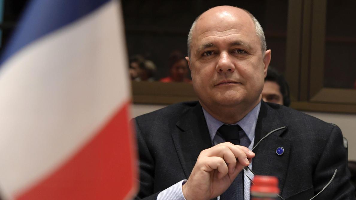 Les contrats gênants des filles du ministre de l\'Intérieur français ...