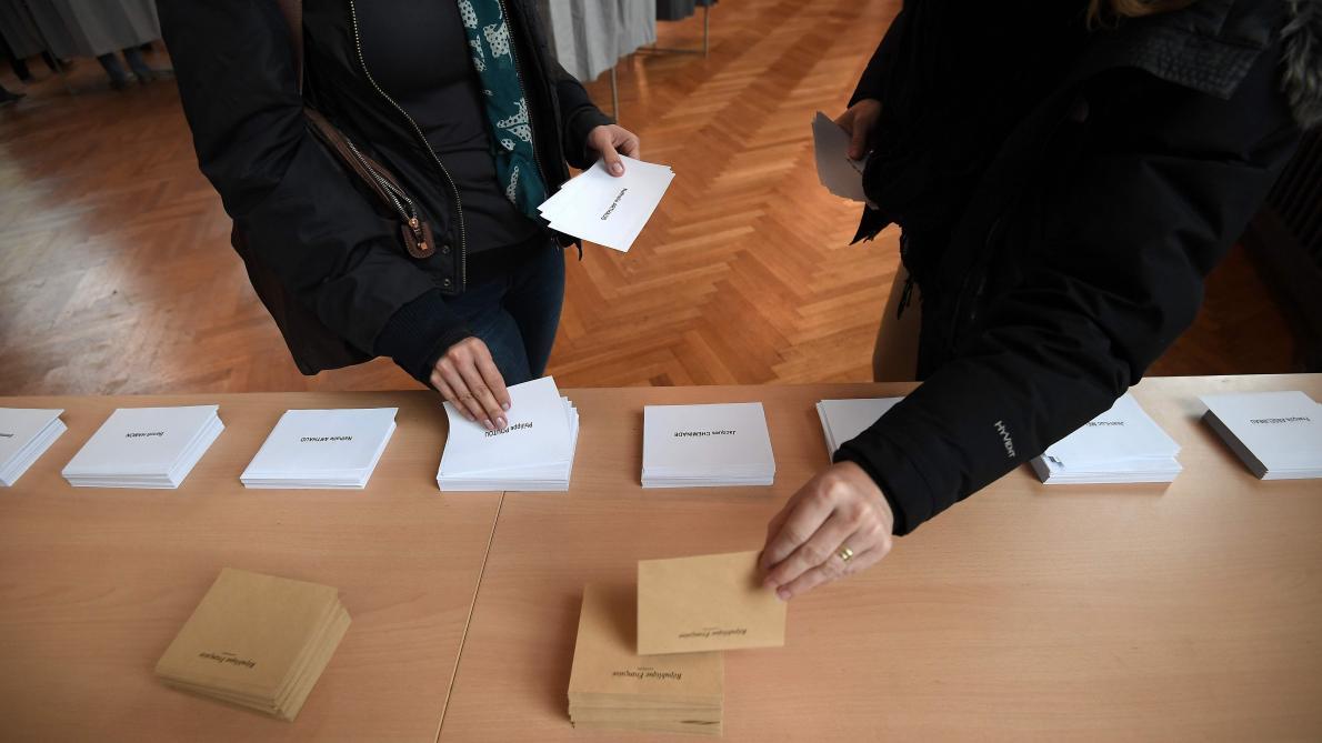 Présidentielle les français aux urnes pour un premier tour à