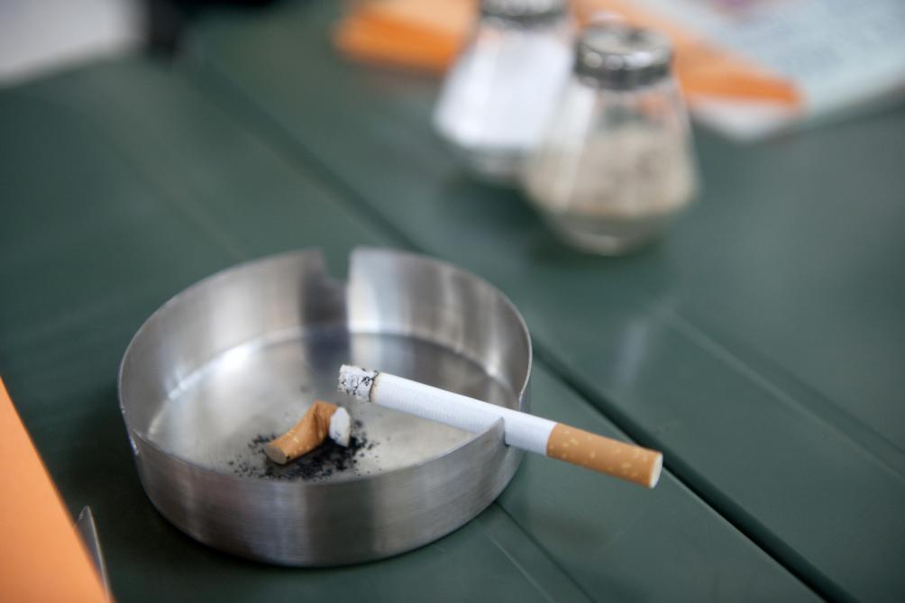 budget van overtveldt veut vendre davantage de cigarettes pour remplir les caisses de l etat. Black Bedroom Furniture Sets. Home Design Ideas