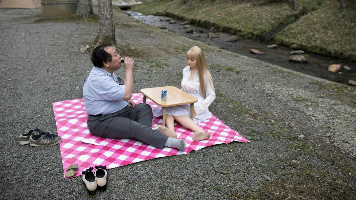 Au Japon Les Poupees De Silicone Prennent Presque Vie Le Soir Plus