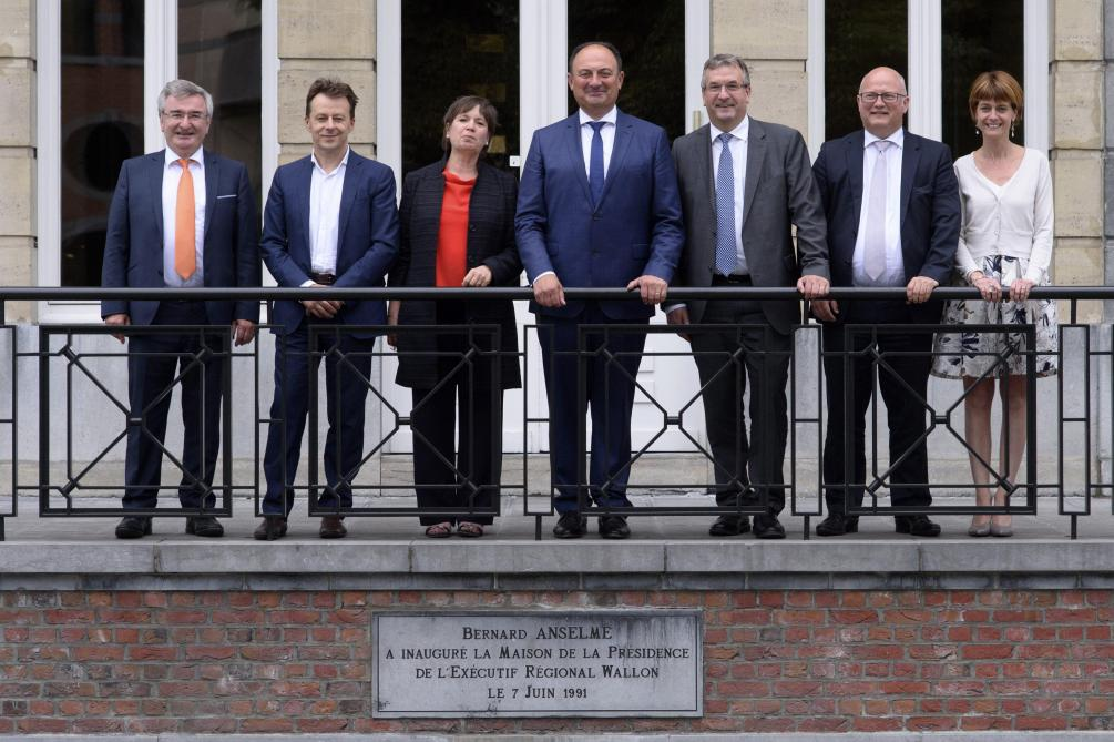 Le nouveau gouvernement wallon © Photo News