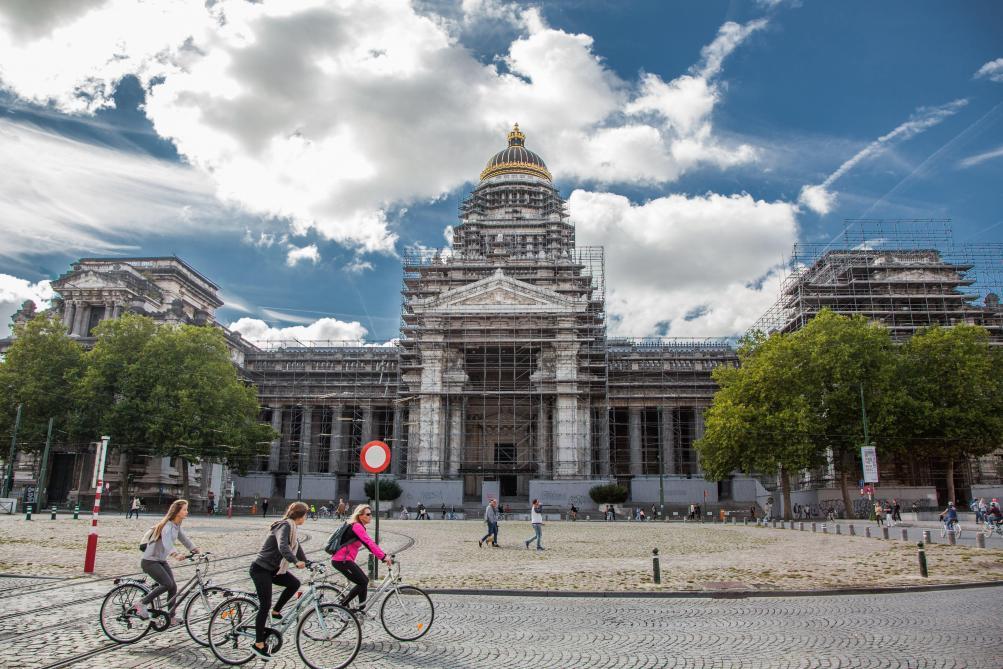 Bruxelles: les échafaudages du palais de justice devraient avoir