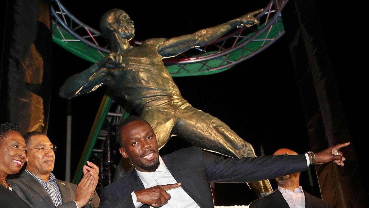Une statue d'Usain Bolt a été inaugurée devant le stade national de Kingston