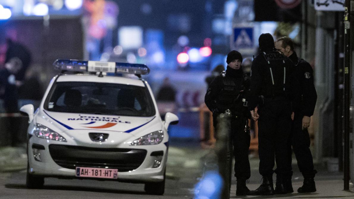 A Paris, l'homme au comportement suspect près d'écoles a été interpellé