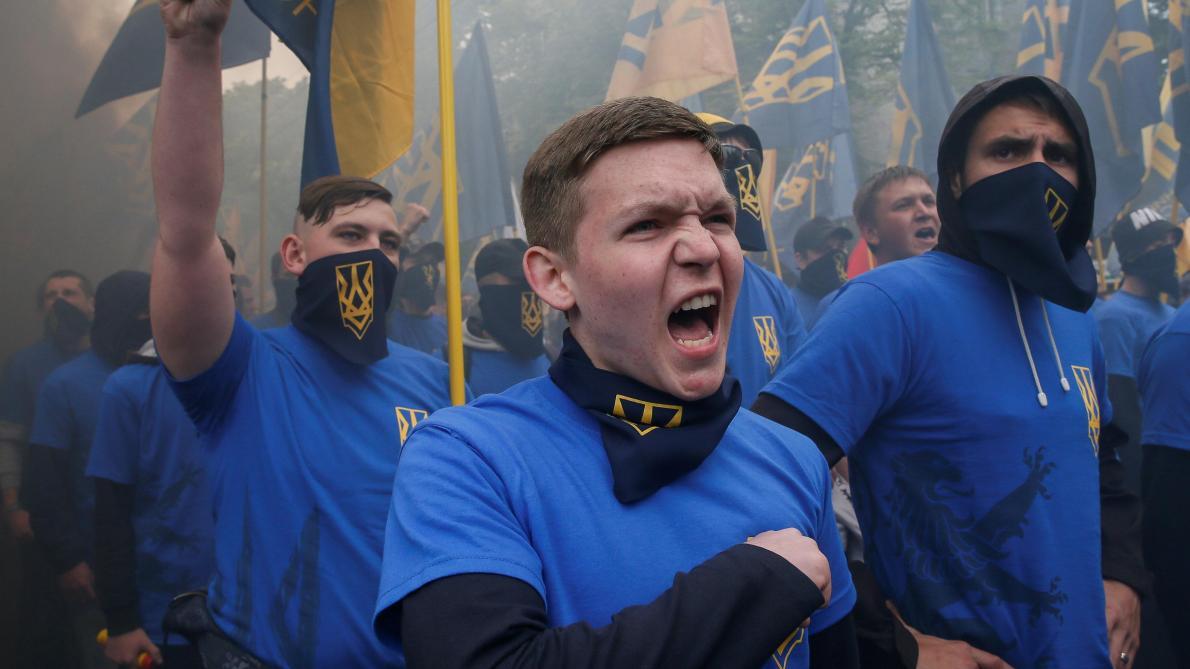 Des membres de la garde du tristement célèbre bataillon Azov.
