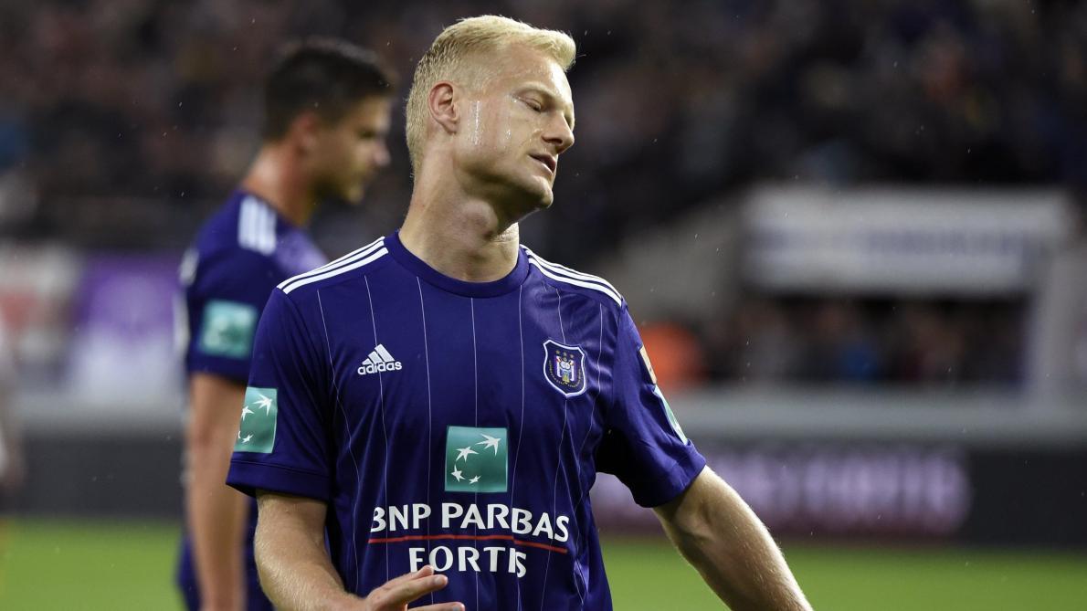 Olivier Deschacht versé dans le noyau B — Surprise à Anderlecht