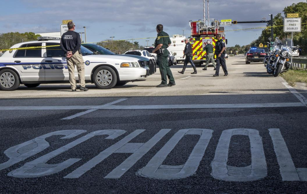 17 morts dans un lycée américain: des prières, pas d'explication