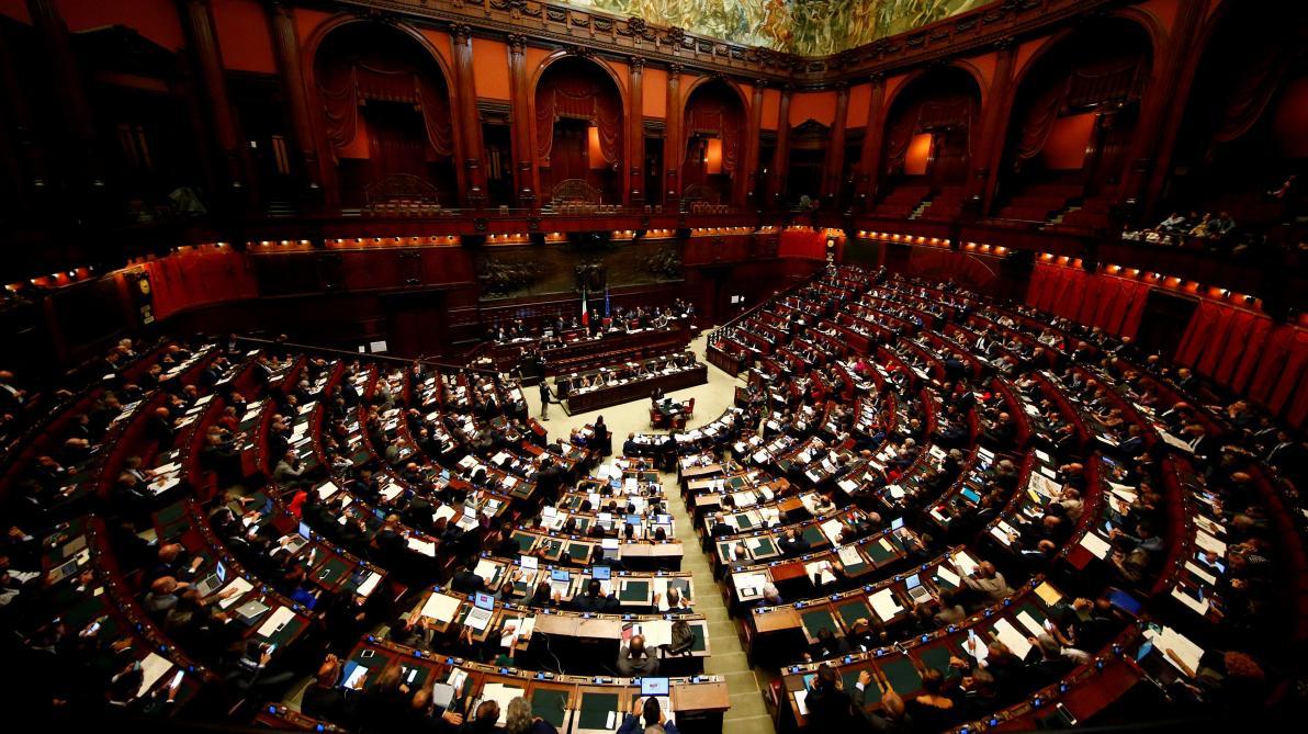 Le vote de Berlusconi perturbé par une Femen — Législatives en Italie