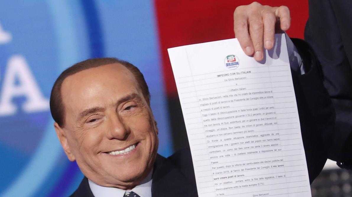 Berlusconi présente son Engagement avec les Italiens sur le plateau de la RAI le 14 février 2018. Au cours de l'émission Porta a Porta comme en 2001