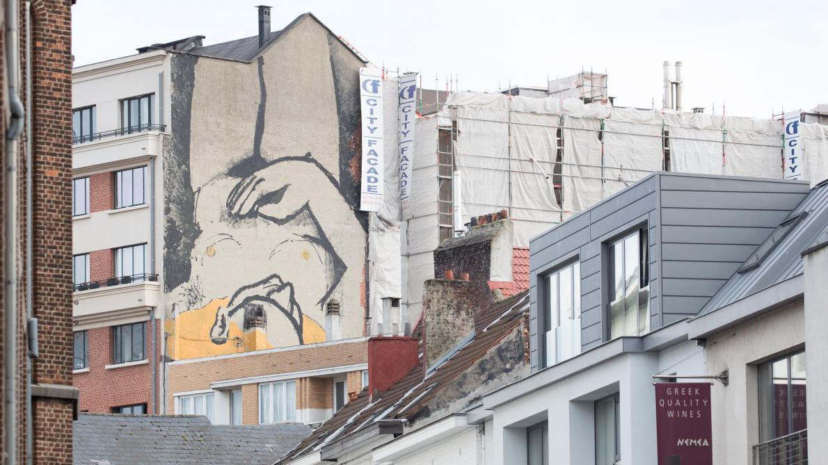 Peindre Une Fresque Sur Un Mur une nouvelle fresque apparaît sur un mur dans le centre de