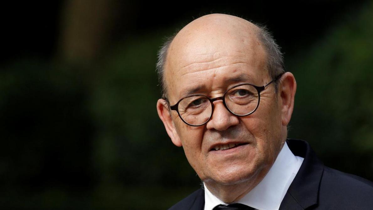Le ministre français Jean-Yves Le Drian quitte le PS