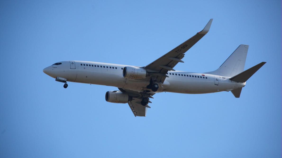 Le moteur d'un avion explose en plein vol, un mort — États-Unis