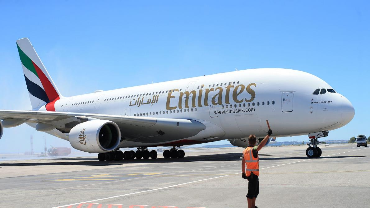 Brussels airport la vid o de l atterrissage du plus grand avion commercial du monde le soir - Quel est le plus grand porte avion du monde ...