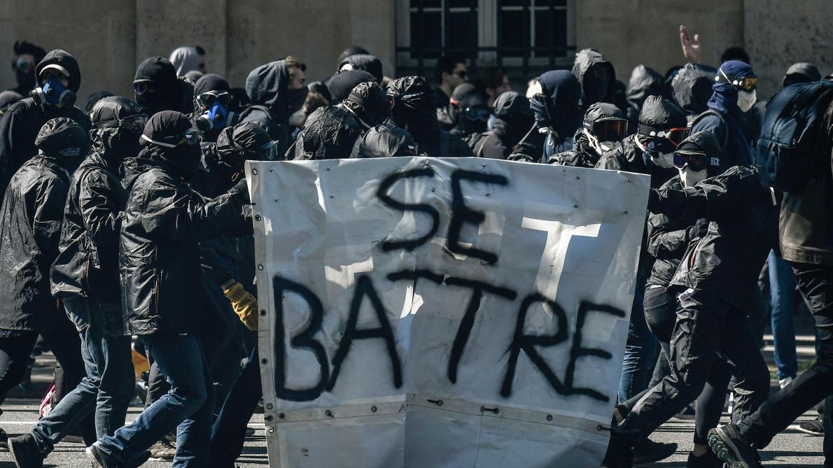 Heurts avec les forces de l'ordre lors de la manifestation syndicale — Paris