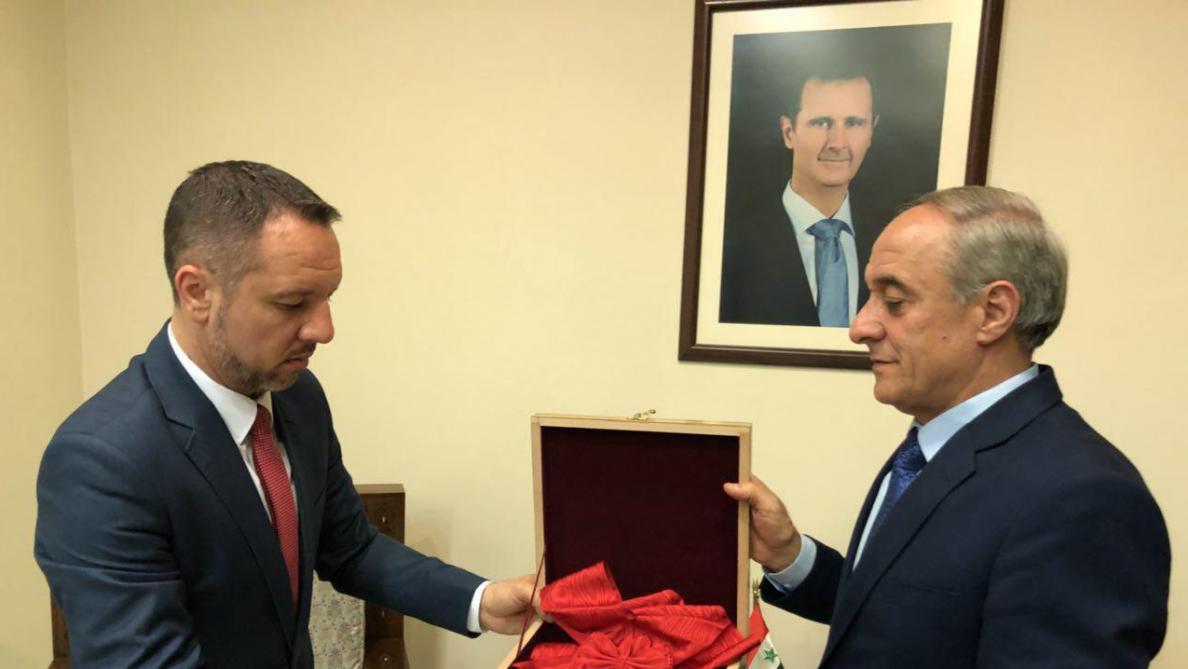 La Syrie rend la légion d'honneur d'Assad