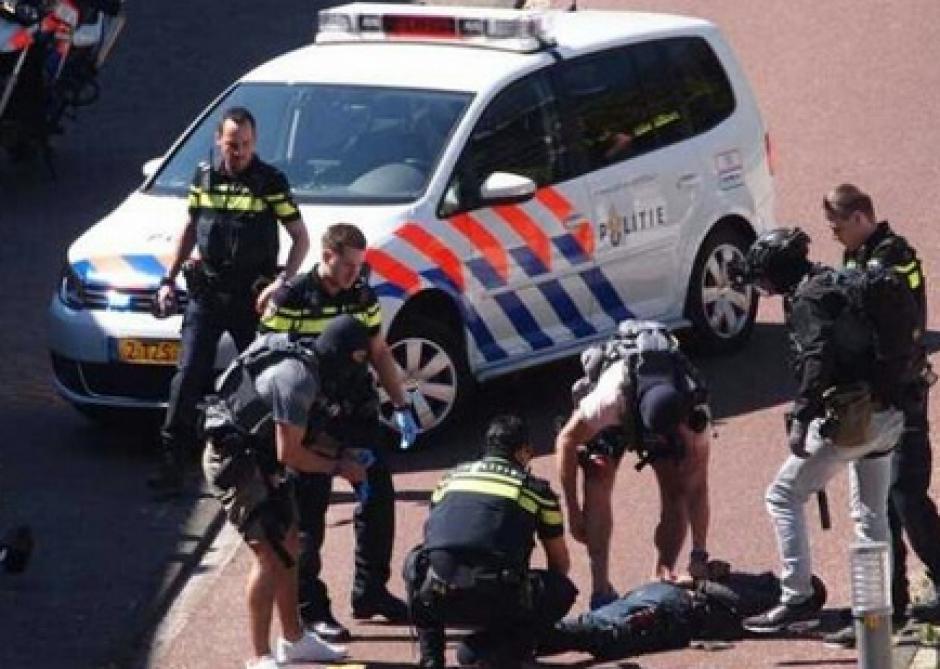 Trois personnes poignardées à La Haye, le suspect neutralisé — Pays-Bas