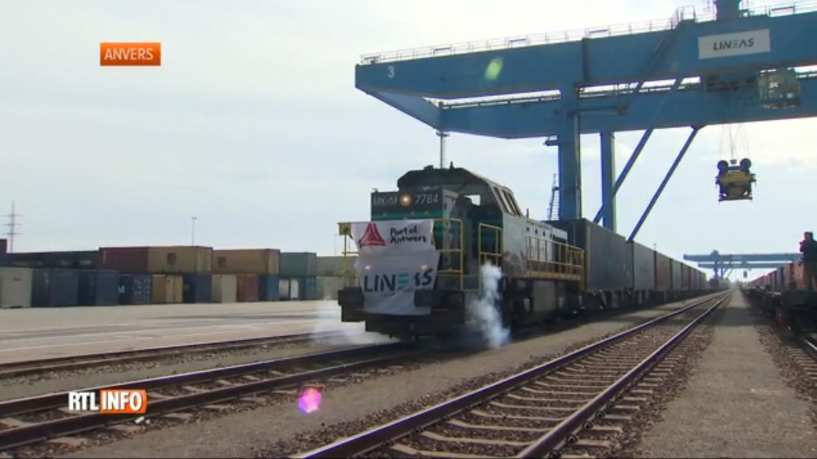 Un premier train rallie Anvers à la Chine en empruntant la route de la soie  ferroviaire - Le Soir 3b68790acd8