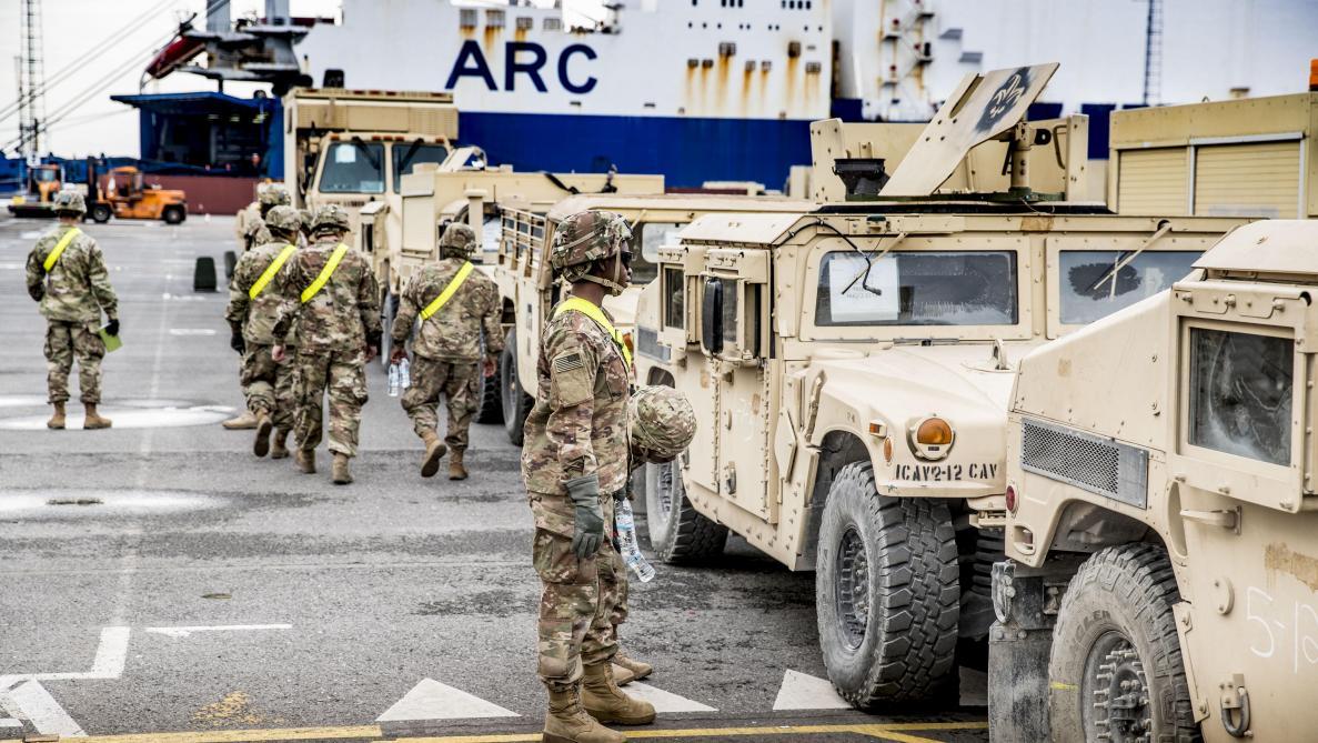 1189a790 Arrivage impressionnant de matériel militaire américain au port d'Anvers ce  lundi 21 mai dans