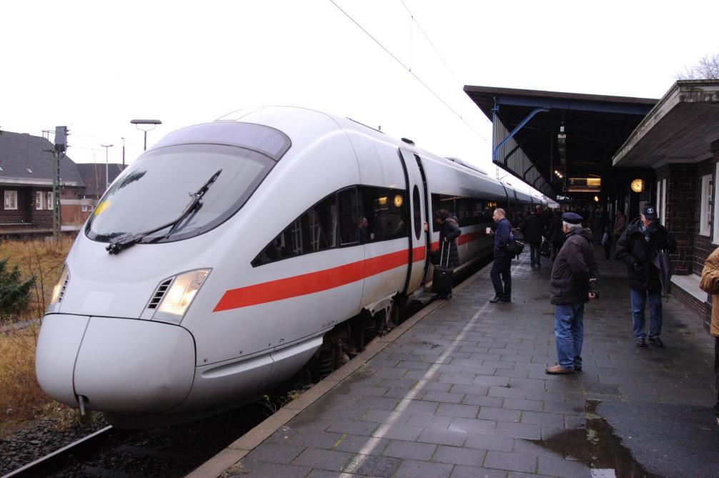 Deux blessés après une agression dans un train en Allemagne, l'assaillant abattu
