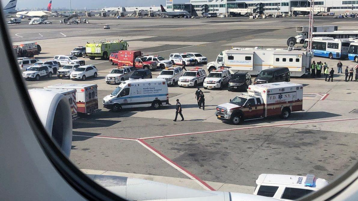 Un avion en quarantaine à l'aéroport de New York