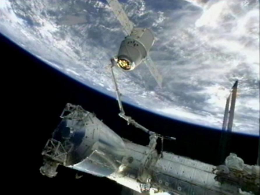 Le premier touriste lunaire sera un milliardaire japonais — SpaceX