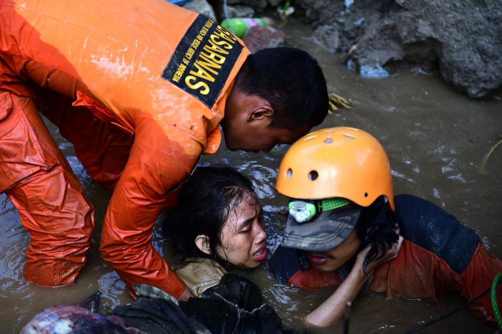 Vol spécial pour les victimes de la double catastrophe en Indonésie — Vietjet