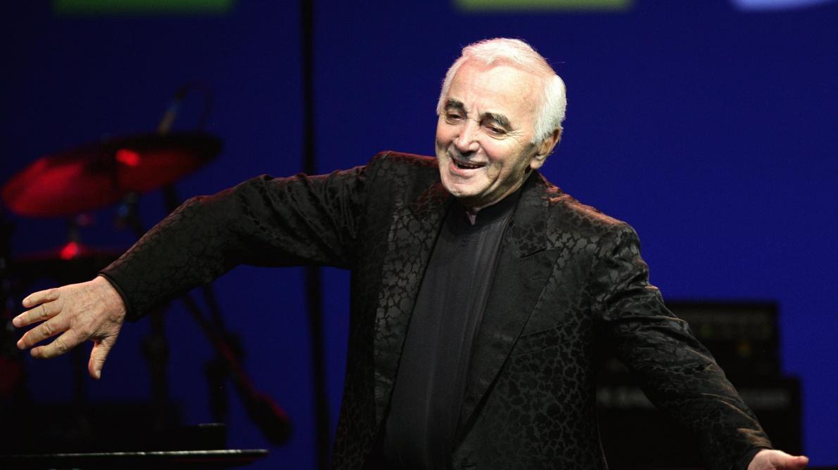 La Une polémique de Charlie Hebdo sur la mort de Charles Aznavour (photo)
