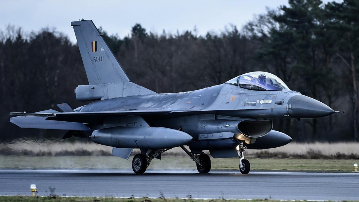 L'armée de l'air escorte un avion de ligne après une bagarre à bord — Pays Bas