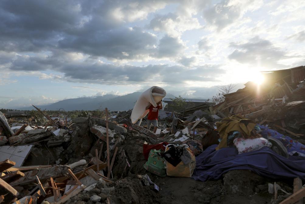 Arrêt des recherches à Palu, nouveau bilan de 2073 morts — Indonésie