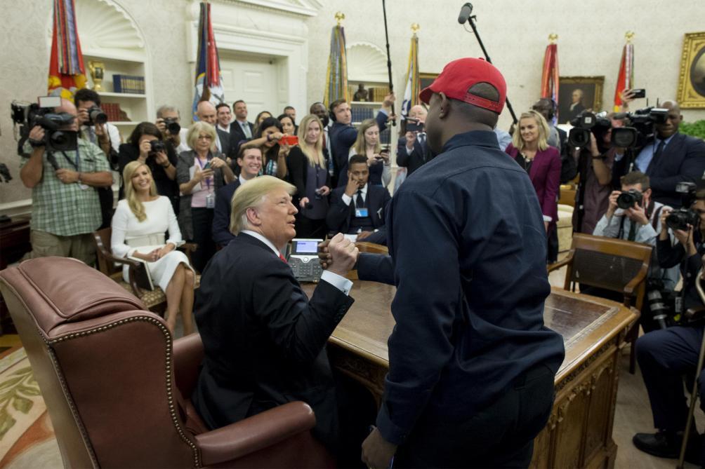 L'embrassade de Donald Trump et Kanye West à la Maison Blanche