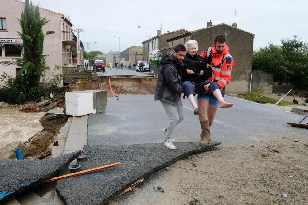 Philippe défend l'action de l'Etat sur place — Inondations dans l'Aude