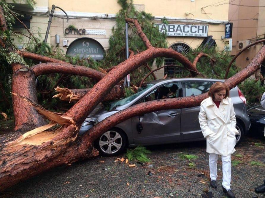 La Meteo Fait Des Ravages En Europe 11 Morts En Italie Un Blesse