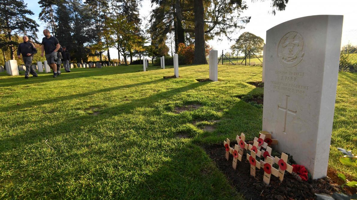 Theresa May et Charles Michel se recueillent au cimetière militaire — Saint-Symphorien
