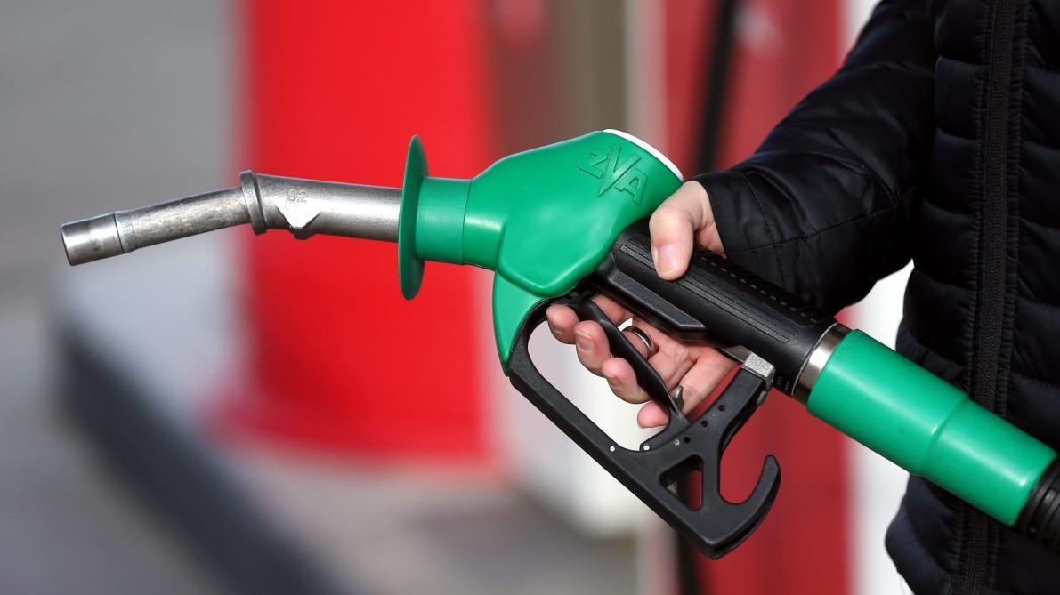 dafce625fbbc32 Baisse du prix de l essence à la pompe ce jeudi - Le Soir