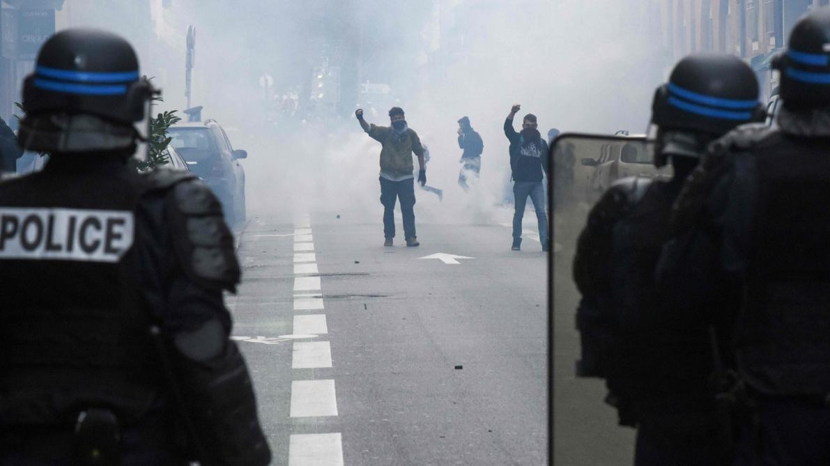 Découverte de cocktails Molotov et bombes artisanales — Gilets jaunes