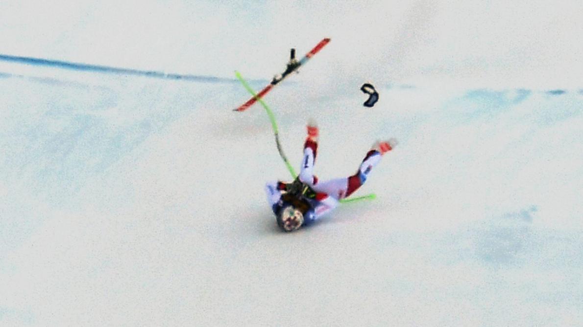 Marc Gisin chute lourdement dans la descente de Val Gardena
