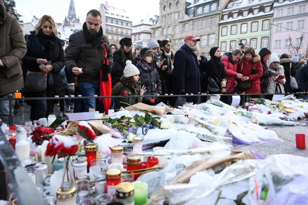 Hommage aux victimes de l'attentat de Strasbourg : l'émotion citoyenne place Kléber