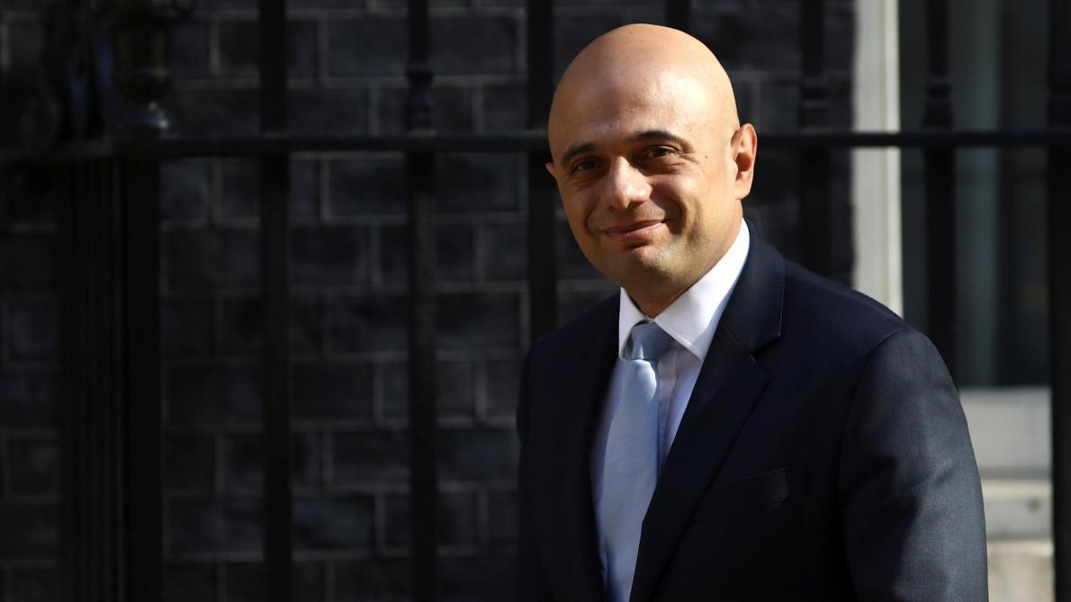 Le ministre de l'Intérieur britannique écourte ses vacances — Migrants