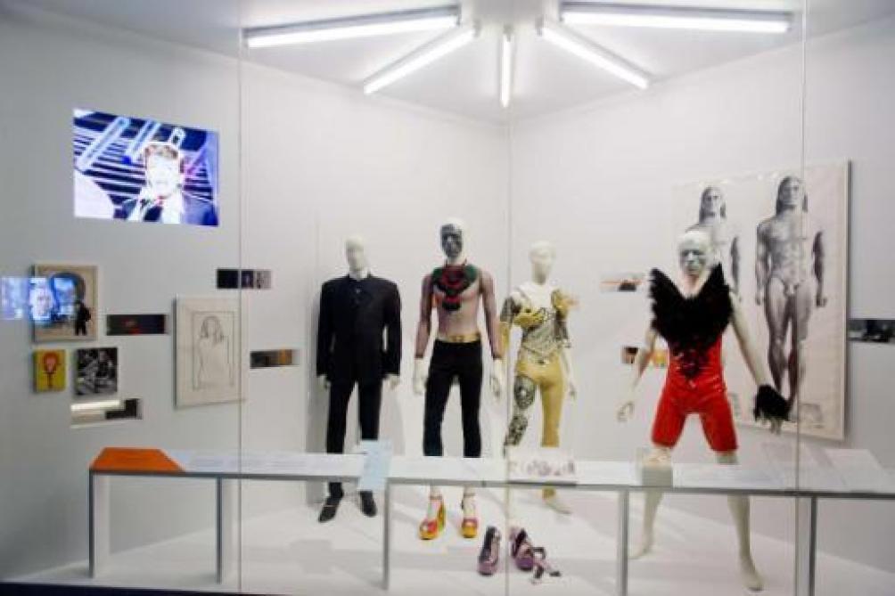 David Bowie, du musée à votre téléphone