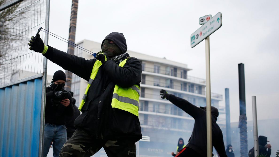 Des journalistes violentés samedi — Gilets jaunes