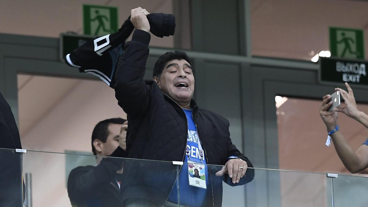 Diego Maradona se verrait bien coach en Angleterre: «Je peux aider Manchester United à gagner des trophées»