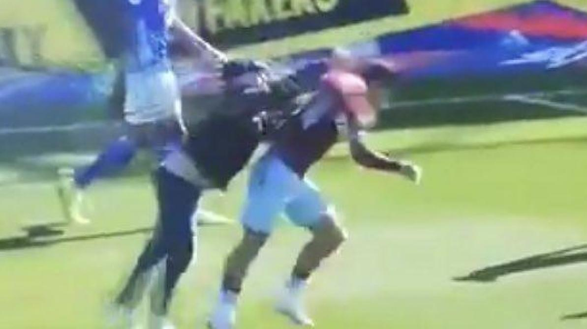 Jack Grealish (Aston Villa) agressé par un supporter en plein match