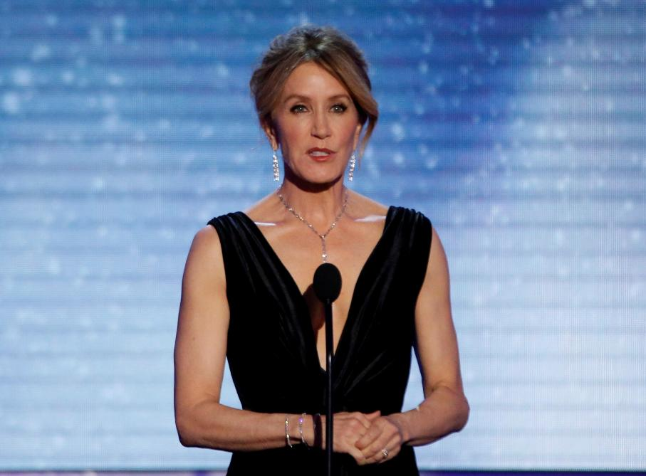 Felicity Huffman (Desperate Housewives) arrêtée dans un scandale de corruption universitaire