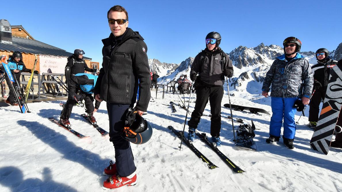 foto de Gilets jaunes: les photos d Emmanuel Macron souriant pendant son week end de ski font polémique