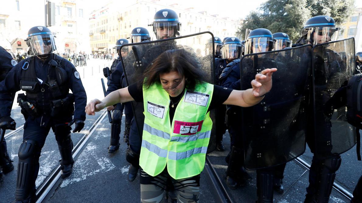 : Gilets jaunes en France: 6 interpellations à Nice lors de rassemblements interdits