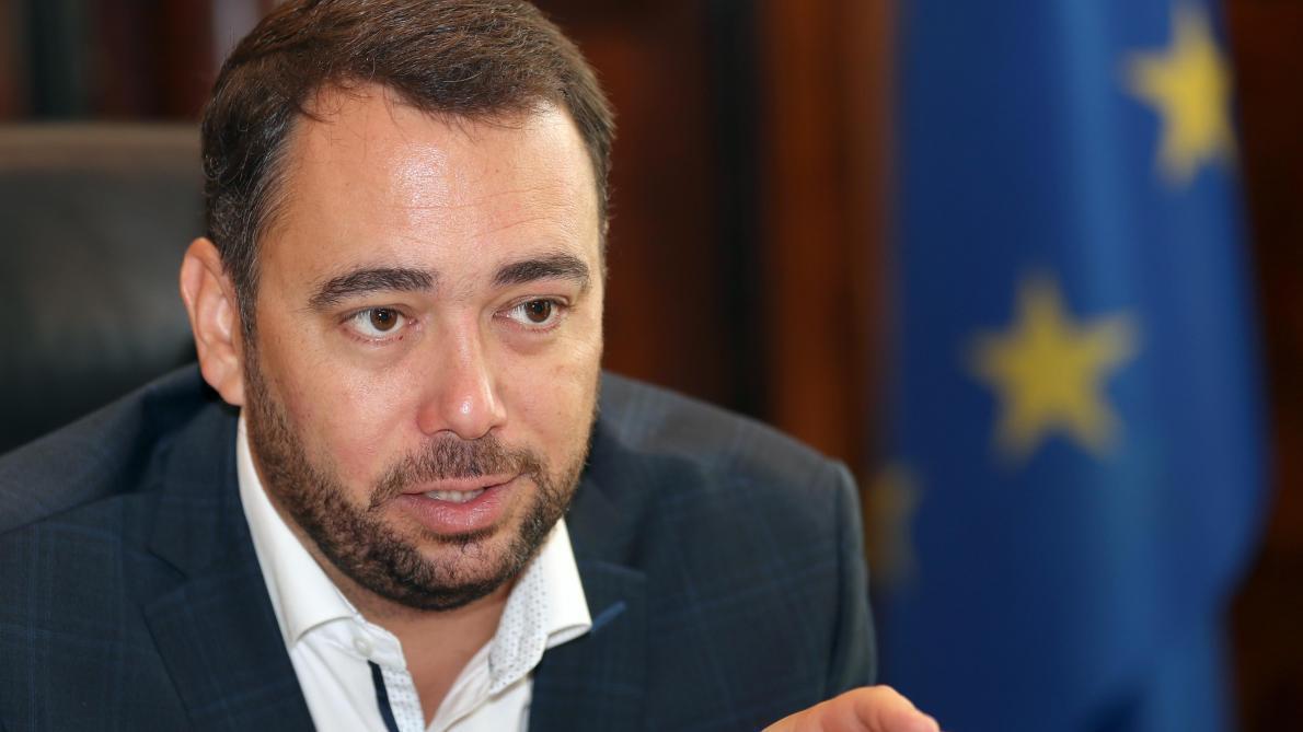 Congrès du CDH: Maxime Prévot à Bruxelles, son hologramme à Namur